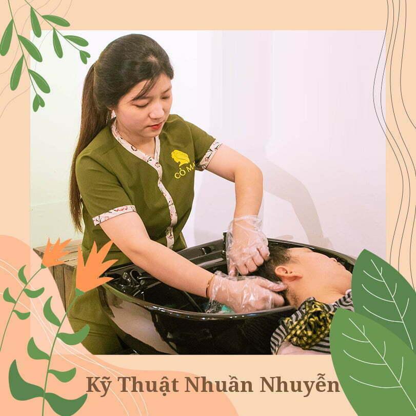 Tại các spa tóc chuyên nghiệp, nhân viên luôn được đào tạo rất kĩ về các nghiệp vụ riêng, trong đó có massage đầu.